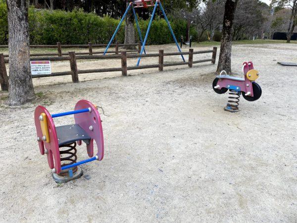 稲佐山公園の木馬系遊具